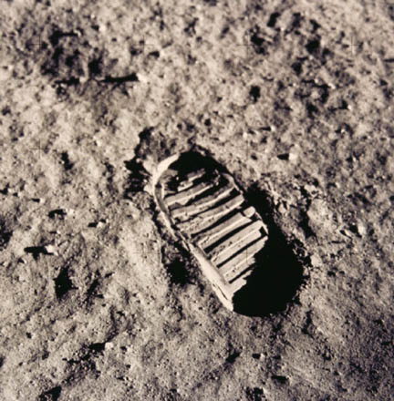 Neil_Armstrong_Footprint.jpg